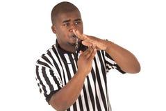Zwarte scheidsrechter die tijd uit of technische vuil roepen Royalty-vrije Stock Foto's
