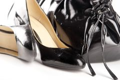 Zwarte schoenen en zak Stock Afbeeldingen