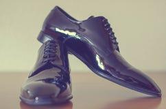 Zwarte schoenen voor mensen Stock Afbeelding