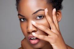 Zwarte schoonheid met perfecte huid royalty-vrije stock foto's