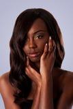 Zwarte schoonheid - Vrouwelijk gezicht Stock Foto