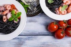 Zwarte spaghetti met zeevruchten Royalty-vrije Stock Foto's