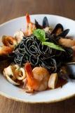 Zwarte spaghetti met zeevruchten Stock Fotografie