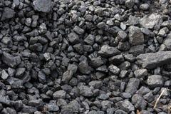 Zwarte steenkool op een slakkenhoop Stock Fotografie