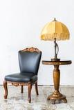 Zwarte stoel met lamp Stock Fotografie