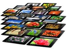 Zwarte tabletten met bont geïsoleerde beelden stock foto's