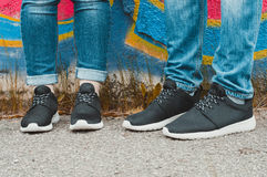 Zwarte tennisschoenen Stock Afbeeldingen