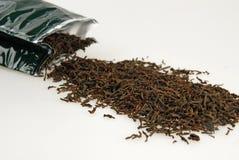Zwarte thee en grenn zak stock afbeeldingen
