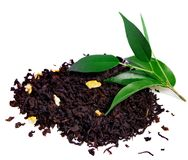Zwarte thee met blad dat op wit wordt geïsoleerd Royalty-vrije Stock Fotografie