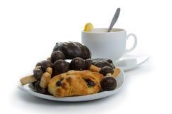 Zwarte thee met koekjes Stock Fotografie