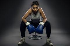 Zwarte Vrouwelijke Vechter of Bokser royalty-vrije stock foto's