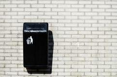 Zwarte vuilnisbak Royalty-vrije Stock Afbeelding