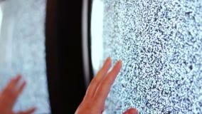 Zwarte wit van het televisie het statische lawaai stock videobeelden