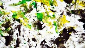 Zwarte witte geelgroene contrasten, de achtergrond van de verfwaterverf, abstracte het schilderen waterverfachtergrond royalty-vrije stock fotografie