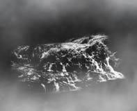 Zwarte witte minimalistische schets van waterval stock afbeelding