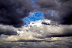 Zwarte wolken Royalty-vrije Stock Foto's