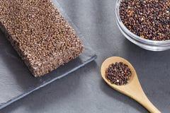 Zwarte zaden van quinoa Graangewassenbar - Chenopodium - quinoa Royalty-vrije Stock Afbeeldingen