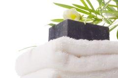 Zwarte zeep met handdoek Royalty-vrije Stock Foto