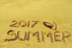 Zwarte zonnebril en de woordzomer van 2017 Royalty-vrije Stock Fotografie