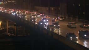 Zwarty miasto ruch drogowy na moście zbiory wideo