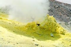 Zwavel van Ebeko-Vulkaan, Paramushir-Eiland, Kuril Eilanden Royalty-vrije Stock Foto