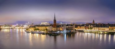 Zweden, Sotckholm-Stadshorizon tijdens Recente Zonsondergang, mening van Oude Stad stock foto