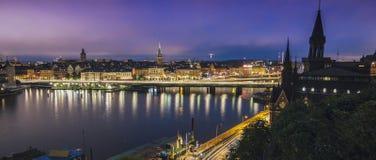 Zweden, Sotckholm-Stadshorizon tijdens Recente Zonsondergang, mening van Oude Stad royalty-vrije stock foto's