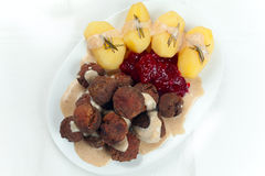 Zweeds Kottbullar vleesballetje, brunsas, aardappelsjam Stock Fotografie