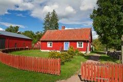 Zweeds plattelandshuisjehuis Stock Foto's
