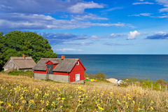Zweeds plattelandshuisjehuis bij Oostzee Stock Afbeelding