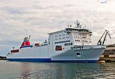 Zweeds veerbootschip in een haven Stock Fotografie