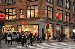 Zweedse kleinhandelsh&m-opslag in Kopenhagen Denemarken stock foto's