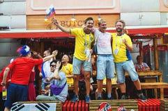 Zweedse, Koreaanse en Russische voetbalventilators op de straat van Bolshaya Pokrovskaya in een centrum van Nizhny Novgorod stock foto's