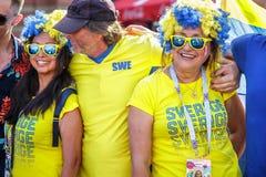 Zweedse verdedigers die overwinning van voetbalteam vieren royalty-vrije stock afbeeldingen