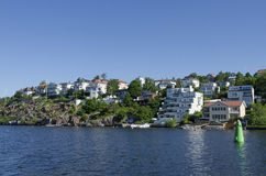 Zweedse waterkanthuisvesting Bromma Royalty-vrije Stock Foto's