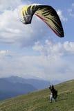 Zweefvliegtuig die bergaf voor start lopen Stock Afbeeldingen