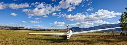 Zweefvliegtuig op vliegveld stock afbeeldingen