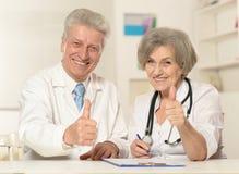 Zwei ältere Doktoren Lizenzfreie Stockbilder