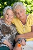 Zwei ältere Frauen Lizenzfreie Stockfotos
