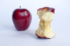 Zwei Äpfel mit einem Biss Stockbild