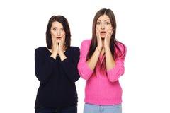 Zwei überraschte Mädchen Stockfotos