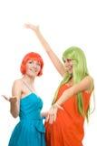 Zwei überraschten junge Frauen mit dem Farbenhaar Stockbild