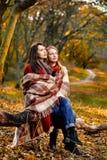 Zwei aalende Frauen Stockbilder