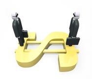 Zwei abstrakte Geschäftsmänner, die auf einem enormen goldenen Dollar stehen Stockfotos