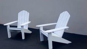 Zwei Adirondack-Stühle Stockfoto
