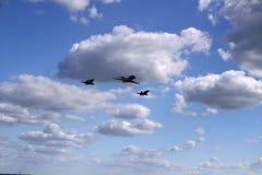 Zwei airfighters und Geschäftsjet Lizenzfreies Stockbild