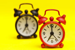 Zwei Alarmuhren Lizenzfreie Stockbilder