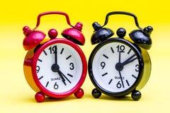 Zwei Alarmuhren Stockbild