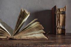 Zwei alte Bücher Stockfotos