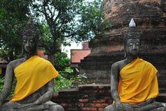 Zwei alte Buddha-Statuen Stockbild